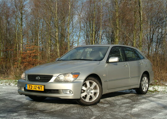 Lexus IS SportCross