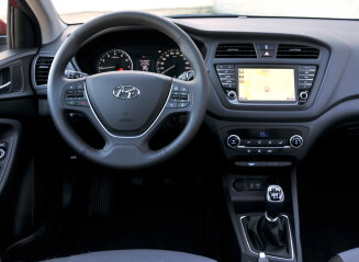 Autozine autotest hyundai i20 coupe for Interieur hyundai i20