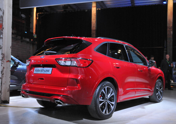 Ford Kuga schuin achter