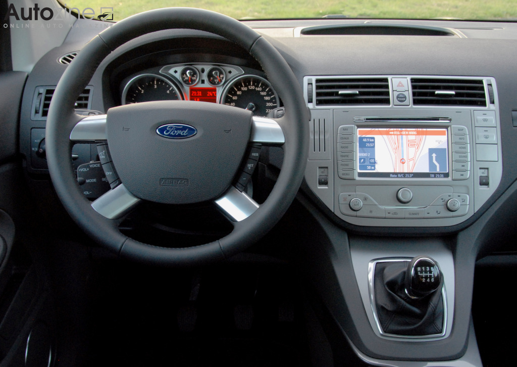 Autozine foto 39 s ford kuga 2008 2012 8 9 for Interieur ford kuga
