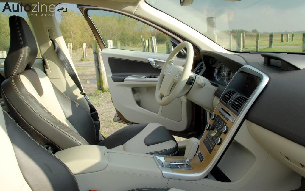 Autozine foto 39 s volvo xc60 2008 2017 6 10 for Volvo xc60 interieur