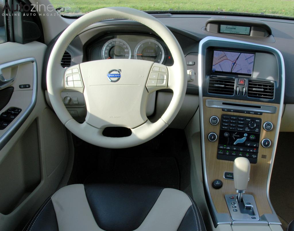 Autozine foto 39 s volvo xc60 2008 2017 9 10 for Volvo xc60 interieur