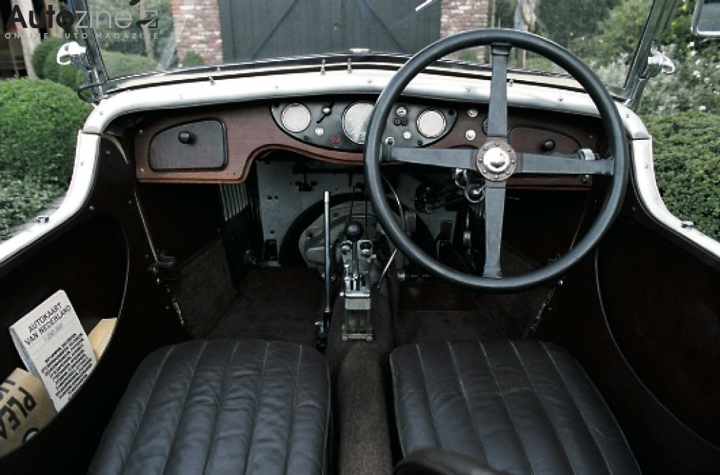 MG D-Type Interieur