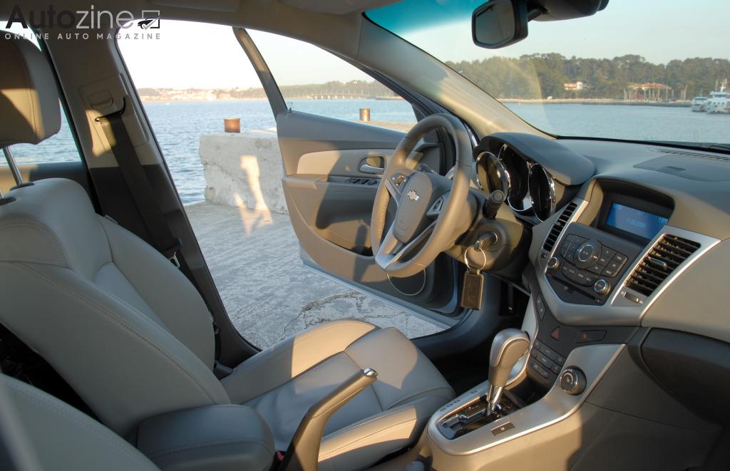 Autozine - Foto\'s: Chevrolet Cruze (6 / 8)