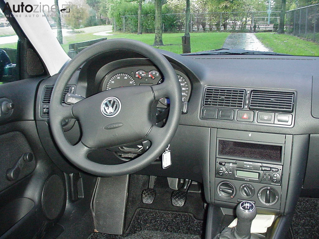 Autozine foto 39 s volkswagen golf iv 4 5 for Interieur golf 4