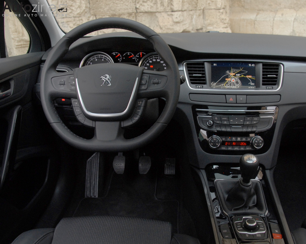 Autozine foto 39 s peugeot 508 sw 7 8 for Interieur 508