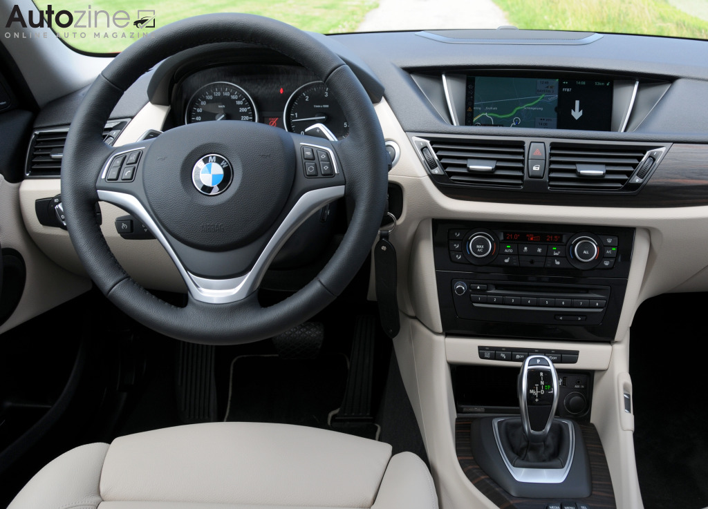 Autozine foto 39 s bmw x1 2009 2015 9 10 for Interieur x1