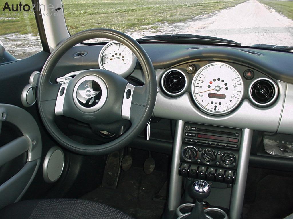 Autozine foto 39 s mini mini 2000 2006 6 6 for Interieur smart 2000