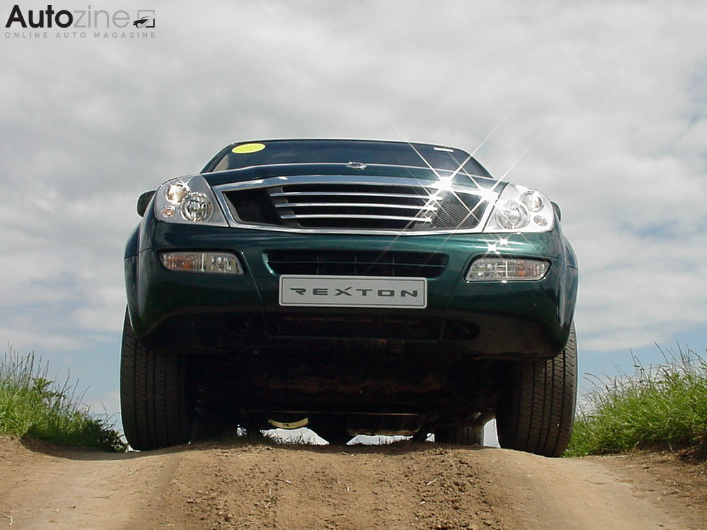 SsangYong Rexton (2002 - 2004) King of the Hill