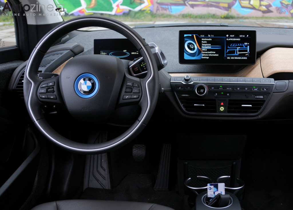 Autozine foto 39 s bmw i3 10 11 for Interieur i3