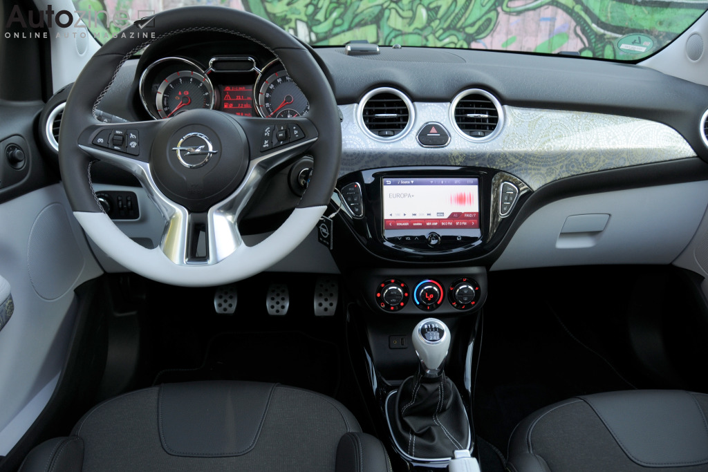 Autozine foto 39 s opel adam rocks 13 14 for Opel adam s interieur