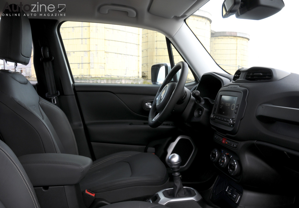 Autozine foto 39 s jeep renegade 7 12 for Interieur jeep renegade