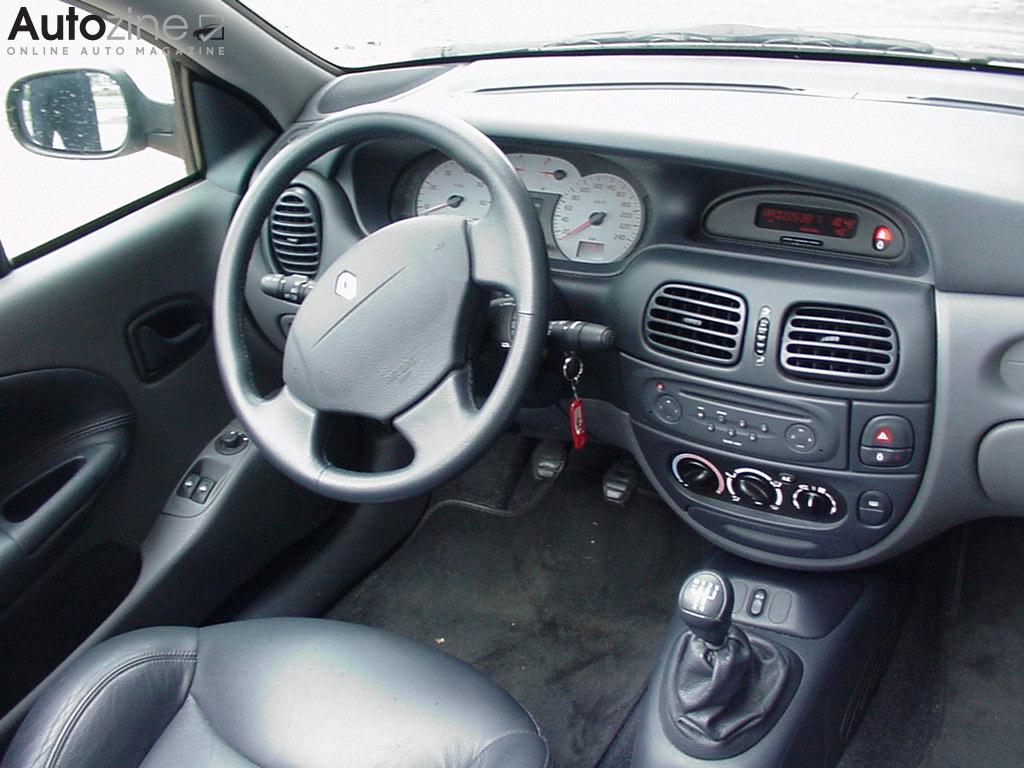 Autozine foto 39 s renault megane cabrio 5 5 for Interieur renault megane 2000