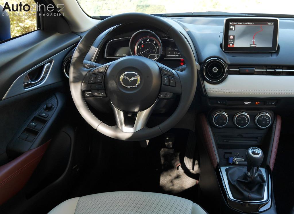 Autozine foto 39 s mazda cx 3 11 12 for Mazda cx 3 interieur