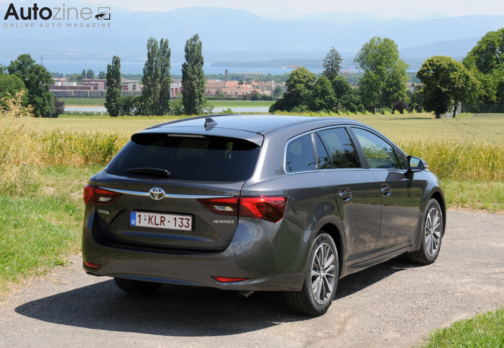 Toyota Avensis Touring Sports Schuin achter