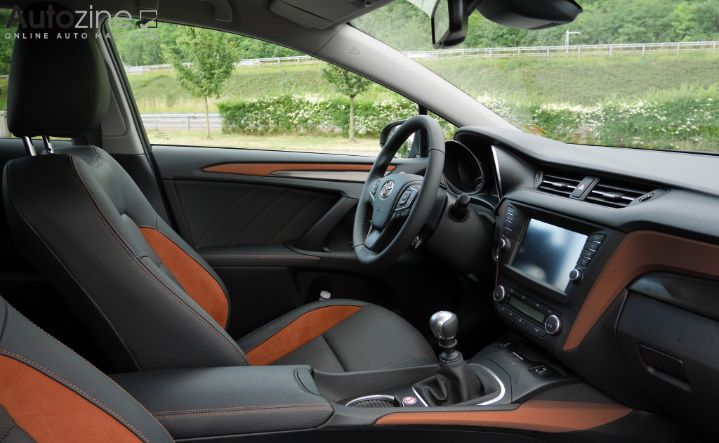 Toyota Avensis Touring Sports Interieur doorkijk