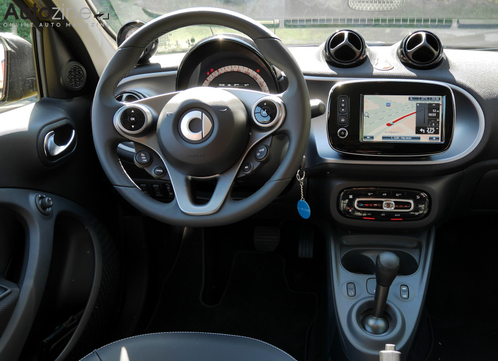 Autozine foto 39 s smart forfour 10 10 for Smart interieur
