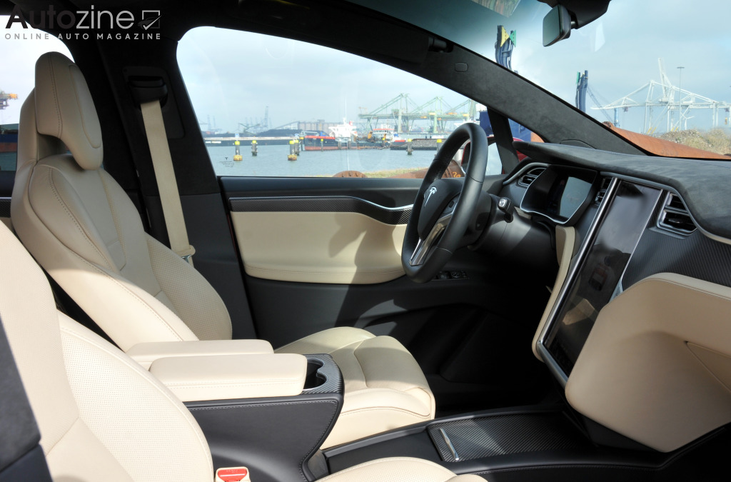 Autozine foto 39 s tesla model x 7 12 for Interieur tesla model s