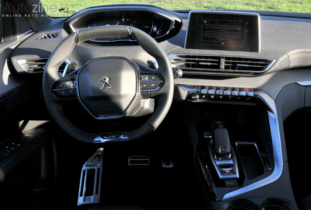 Autozine foto 39 s peugeot 3008 9 10 for Interieur 3008