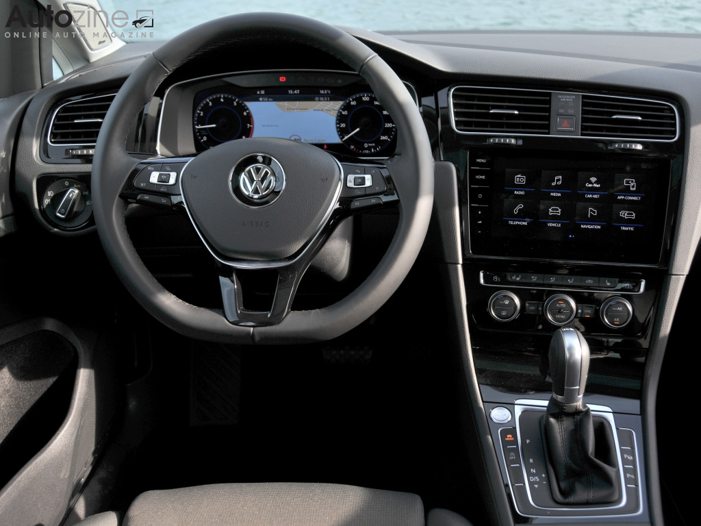 Autozine foto 39 s volkswagen golf 10 11 for Golf 8 interieur