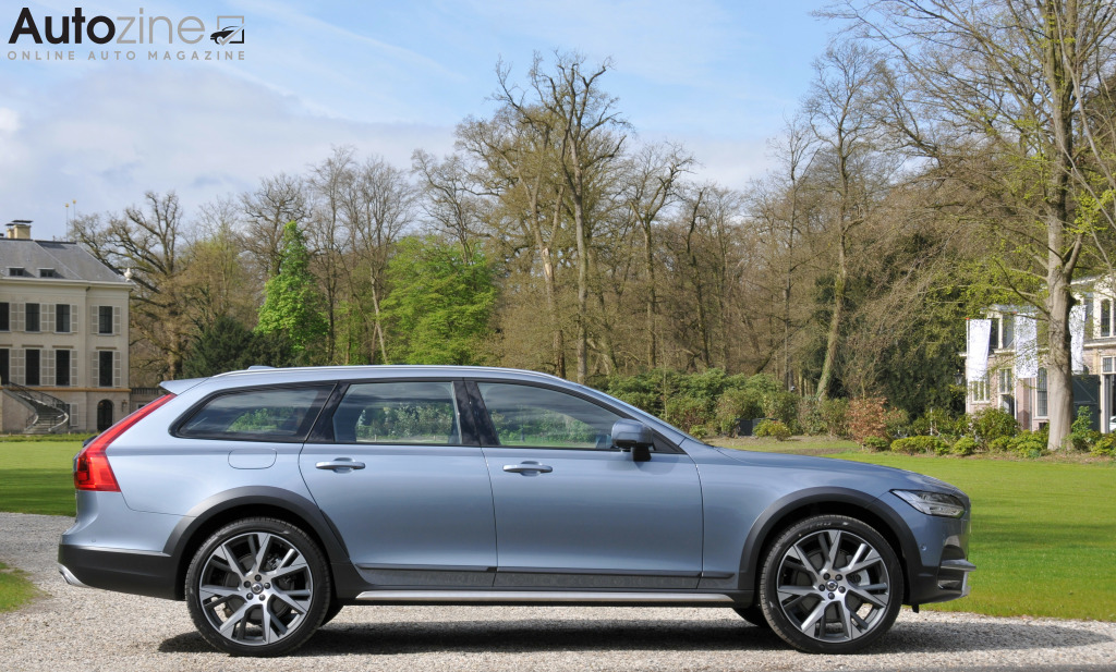 Volvo V90 Cross Country Zijkant