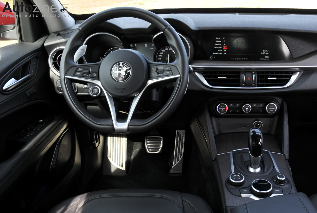 autozine foto 39 s alfa romeo stelvio 10 11. Black Bedroom Furniture Sets. Home Design Ideas