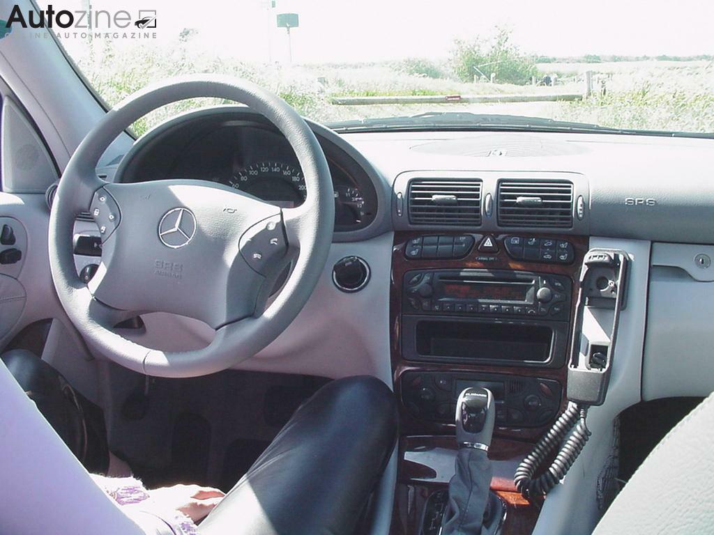 Autozine foto 39 s mercedes benz c klasse 2000 2007 4 for Interieur smart 2000