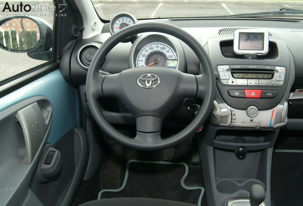 autozine foto 39 s toyota aygo 2005 2014 7 8. Black Bedroom Furniture Sets. Home Design Ideas