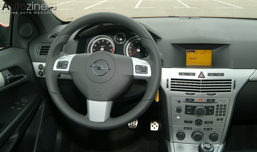 Autozine foto 39 s opel astra gtc 2005 2011 8 9 for Opel astra h interieur