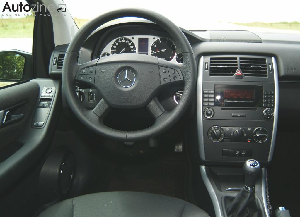 Autozine foto 39 s mercedes benz b klasse 2005 2011 7 for Mercedes b interieur