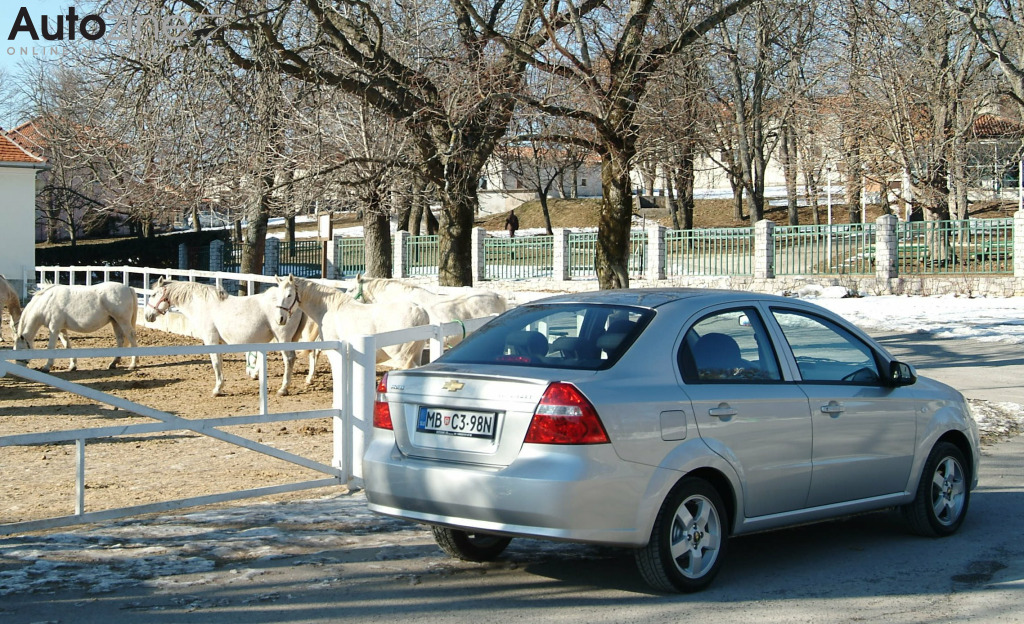 Chevrolet Aveo sedan (2006 - 2011) Manege driekwart achter