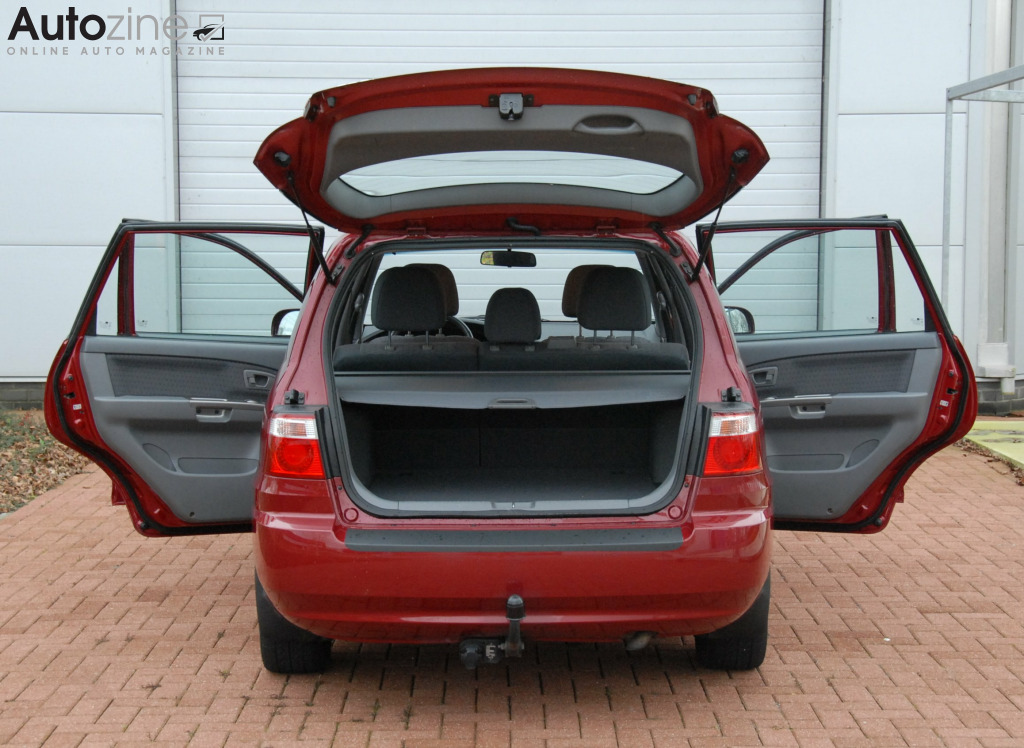 Kia Carens (1999 - 2006) Alles open
