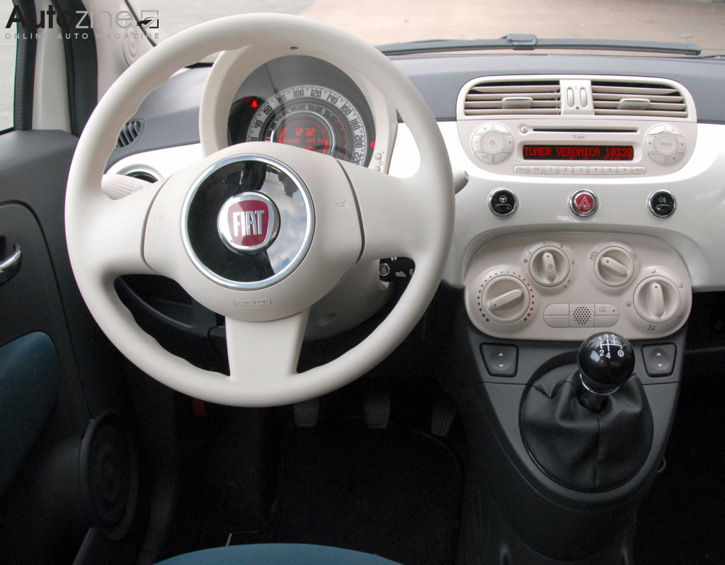 Autozine foto 39 s fiat 500 7 8 for Fiat 500 interieur