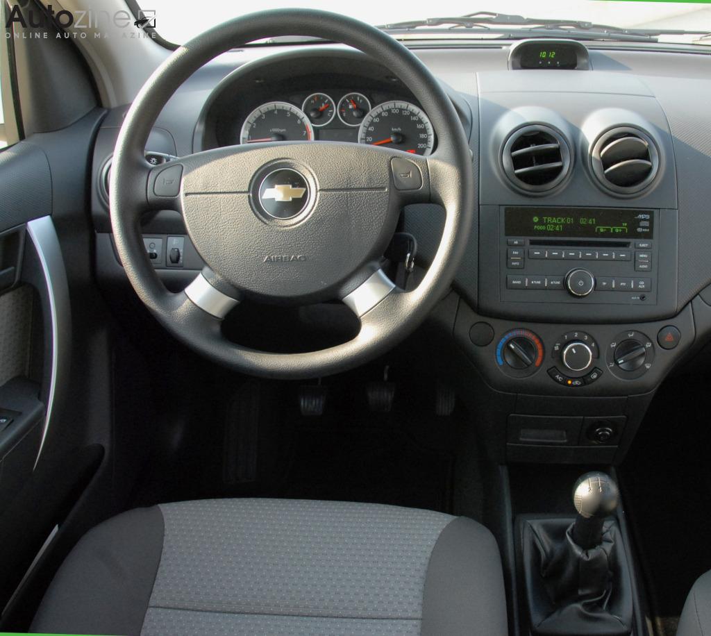 Autozine foto 39 s chevrolet aveo 2008 2011 7 8 for Chevrolet interieur